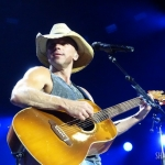 Kenny Chesney at the Mohegan Sun Arena on May 14, 2016.