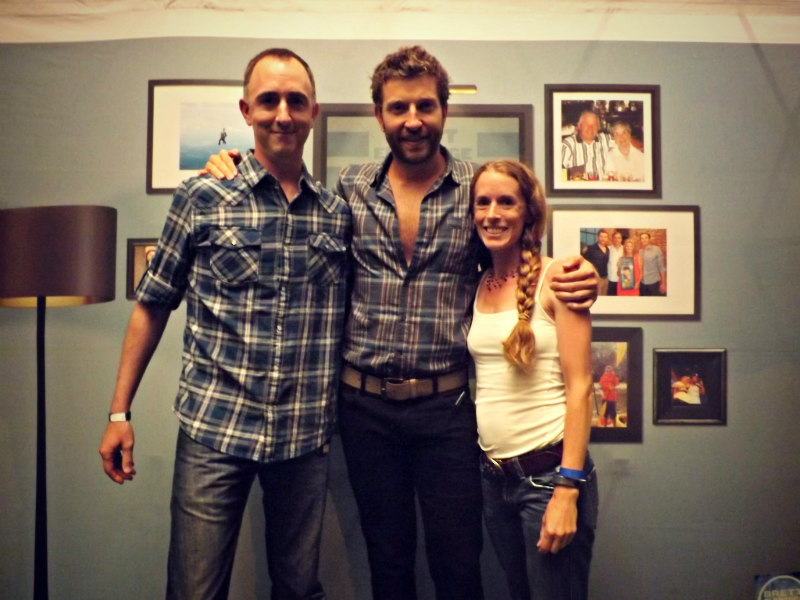 The Country Scene's Shawn & Jen St. Jean with Brett Eldredge before the show.