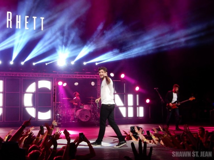 Thomas Rhett opening for Florida Georgia Line at the Xfinity Theatre in Hartford CT on September 11, 2015.