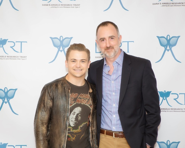 Hunter Hayes with The Country Scene's Shawn St. Jean at The Palace Theatre in Stamford CT