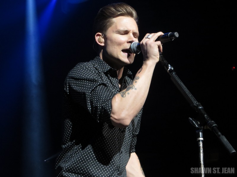 Frankie Ballard opening for Florida Georgia Line at MSG NYC on February 25, 2015.