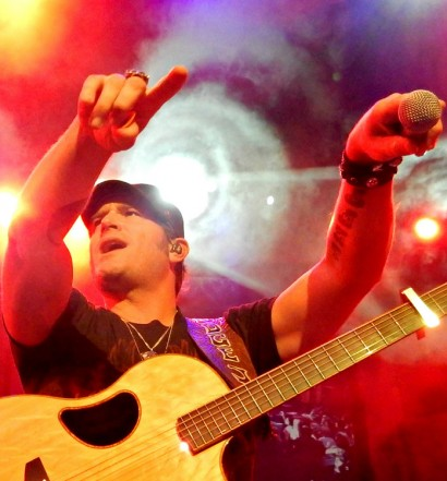Jerrod Niemann at the Mohegan Sun Wolf Den in Uncasville, CT on May 23, 2015.