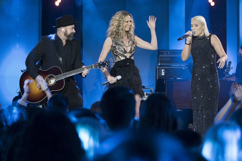 Gabby Barrett with Sugarland, April 9, 2018. Photo courtesy of ABC / American Idol.